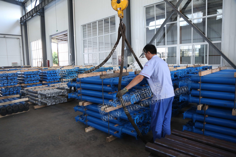 集团一批液压支柱设备发往江西